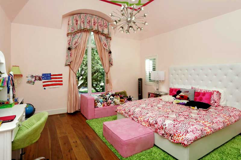 Teenage Girl Bedroom with Preppy Pink and Green Color Palette