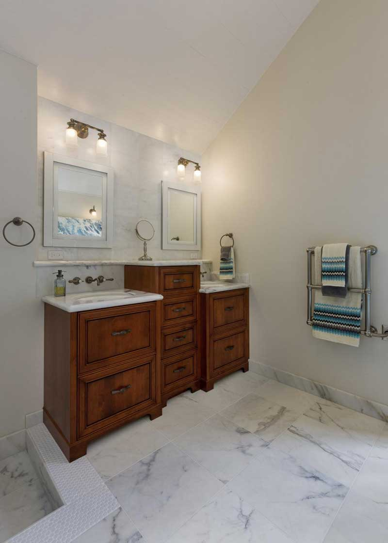 Bathroom with White Marble Tile Floor