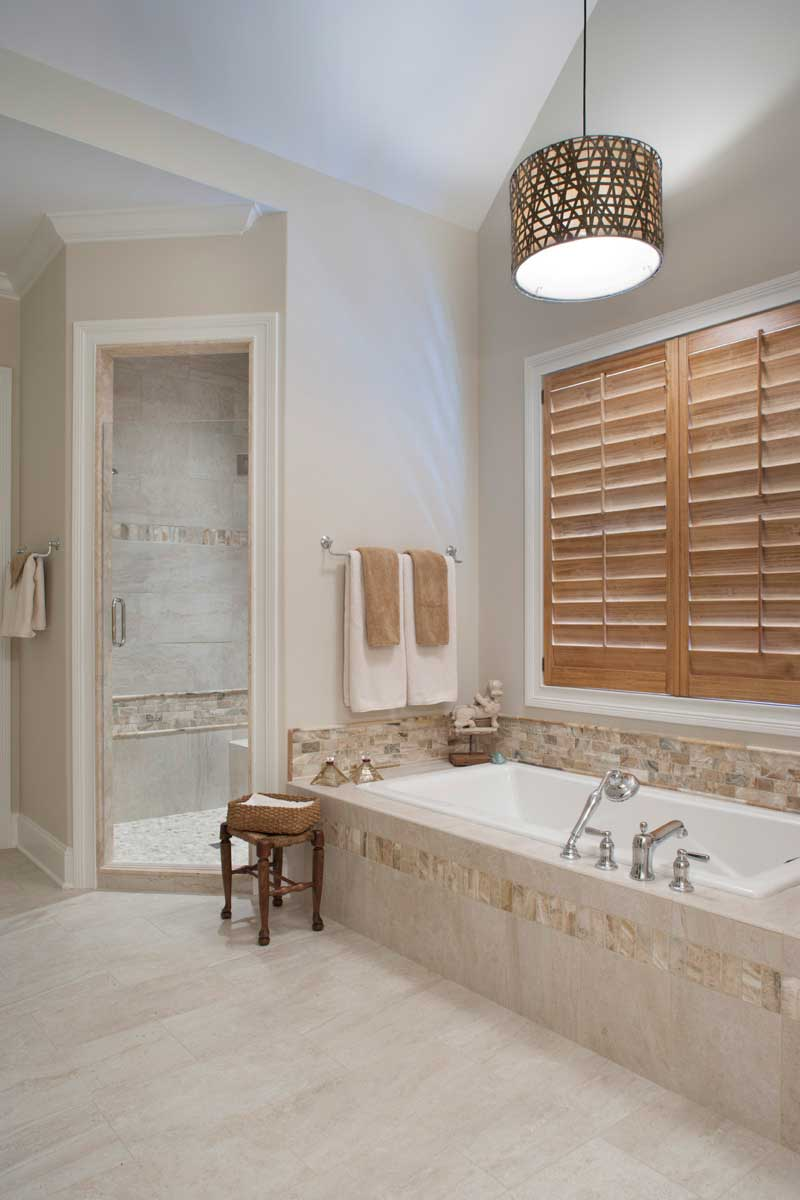 bathroom with drum pendant light