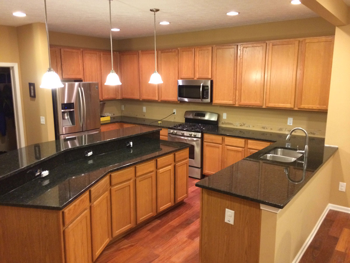 Wood kitchen cabinets with uba tuba granite