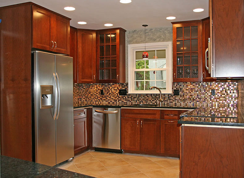Traditonal kitchen with uba tuba granite and tile backsplash