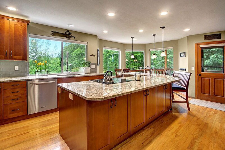 Bianco Antico Granite Countertops (Pictures, Cost, Pros ... on Maple Cabinets With White Granite Countertops  id=90032