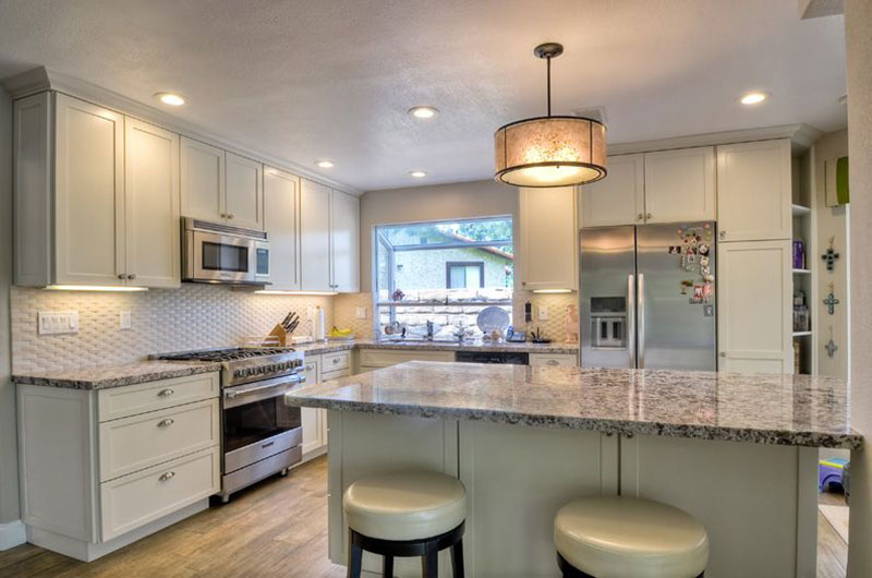 Alaska White Granite With Cream Cabinets
