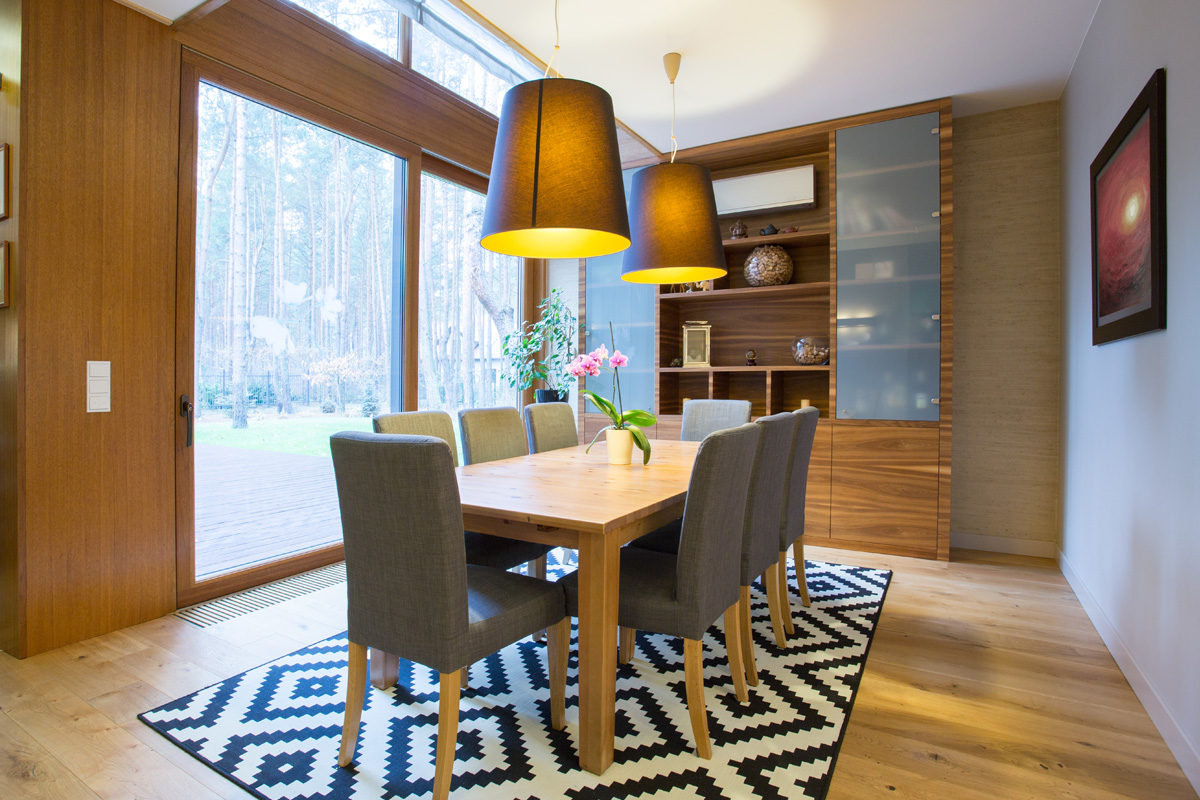 dining-room-with-geometric-rug