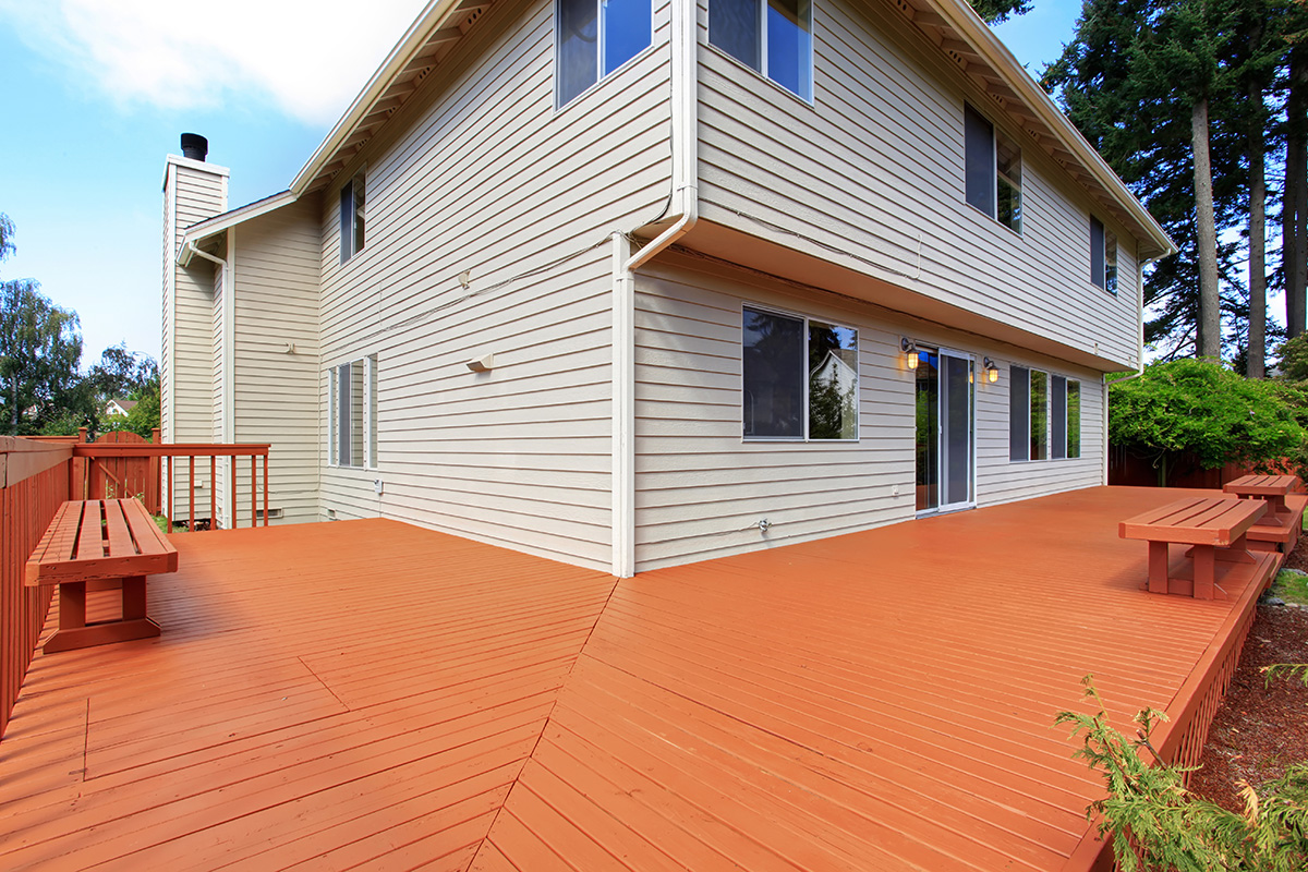 red-mahogany-deck-stain