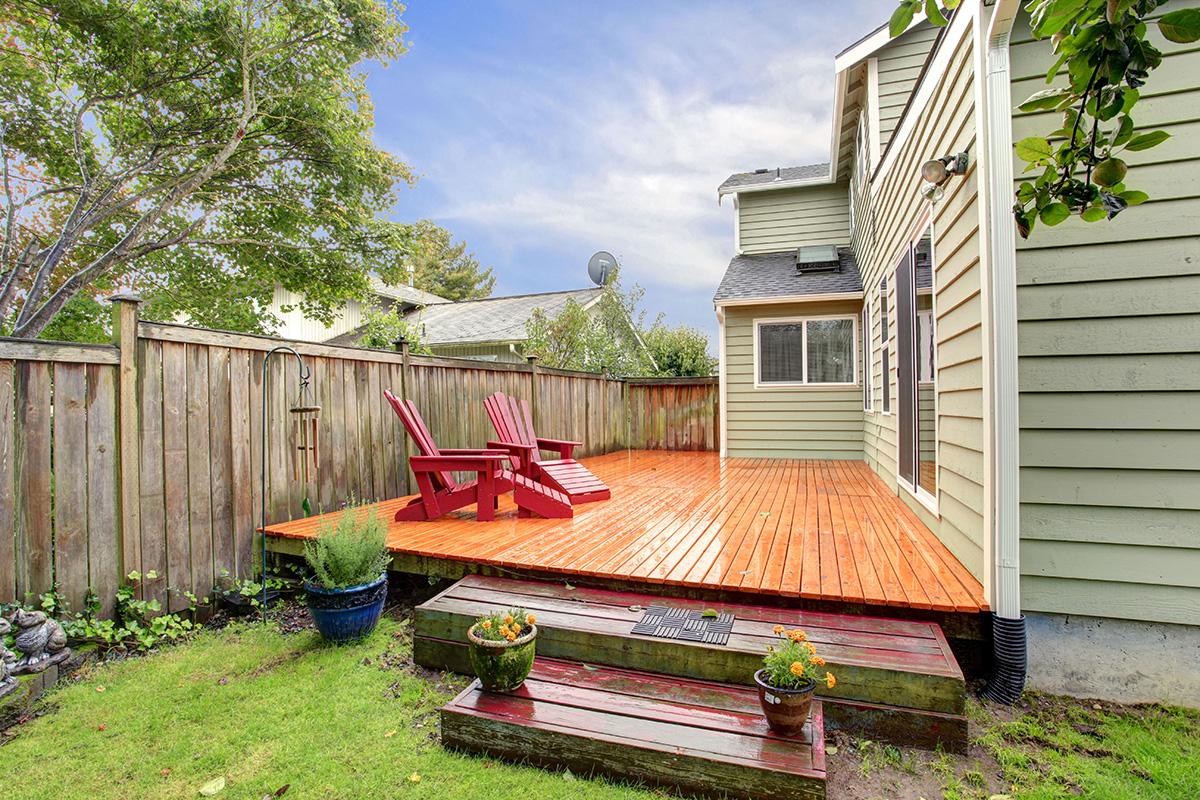 red-oak-deck-stain