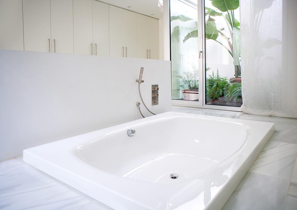 5 Best DIY Bathtub Refinishing Kits Reviewed - Homeluf.com