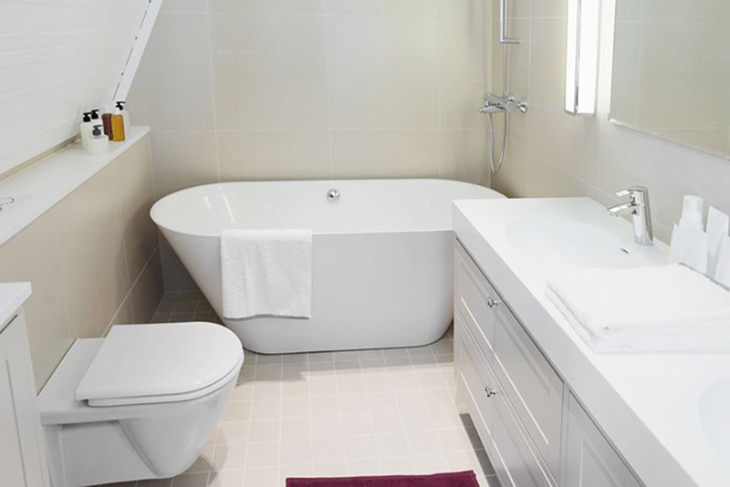 Deep Soaking Bathtub for Small Bathrooms